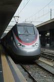 Italiaanse expresstrain bij Eindpunten, Rome royalty-vrije stock afbeeldingen