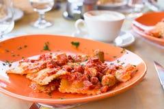 Italiaanse fettuccine en spaghetti met binnen kaas Stock Foto