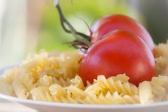 Italiaanse fusillideegwaren met tomaten Stock Foto's
