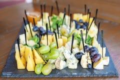 Italiaanse kazen, druiven, honing en munt Concept het eten, snac Royalty-vrije Stock Foto's