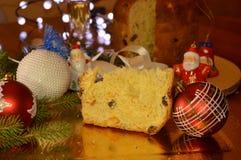 Italiaanse Kerstmis met panettone en spumante Stock Foto