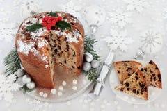 Italiaanse Kerstmiscake van Chocoladepanettone Stock Fotografie