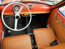 Italiaanse klassieke auto Fiat 500 stock foto's
