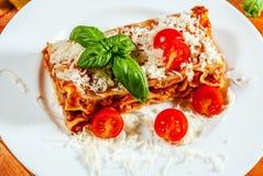 Italiaanse lasagna met tomaat Royalty-vrije Stock Fotografie