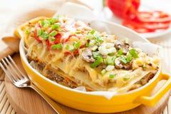 Italiaanse lasagna'sschotel met groenten royalty-vrije stock afbeelding