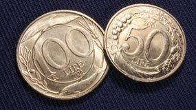 Italiaanse muntstukken 100 en 50 Lires Stock Afbeelding
