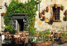 Italiaanse openluchtkoffie en wijnstaaf