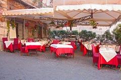 Italiaanse openluchtkoffie o royalty-vrije stock afbeeldingen