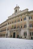Italiaanse Parlament onder sneeuw Stock Foto