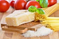 Italiaanse parmezaanse kaaskaas Stock Foto