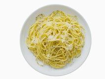 Italiaanse pepee cacio peper met geïsoleerde kaasspaghetti Stock Foto