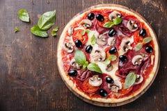 Italiaanse pizza royalty-vrije stock afbeeldingen