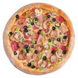 Italiaanse pizza, hoogste die mening, op witte geïsoleerde achtergrond wordt geïsoleerd Stock Fotografie