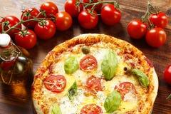 Italiaanse Pizza Margherita stock afbeelding