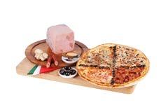 Italiaanse pizza met vier, smaak, smaak chetyer, zeevruchten, mosselen, Stock Foto