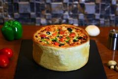Italiaanse Pizzacake royalty-vrije stock fotografie