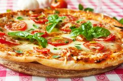 Italiaanse pizzamargherita Stock Foto's