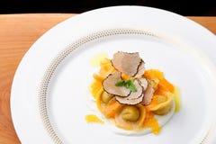 Italiaanse raviolitortellini met kaviaar royalty-vrije stock foto's