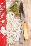 Italiaanse risottorijst op hout royalty-vrije stock afbeelding