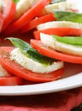 Italiaanse salade met mozarellakaas Stock Afbeelding