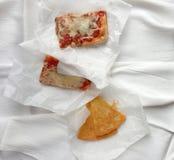 Italiaanse snack: farinata en pizza Stock Afbeelding
