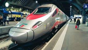Italiaanse snelheidstrein bij het station van Zürich royalty-vrije stock foto's