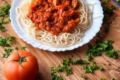 Italiaanse spaghetti op een houten lijst met tekstruimte Royalty-vrije Stock Fotografie