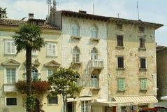 Italiaanse stijlhuizen in Porec, Kroatië stock fotografie