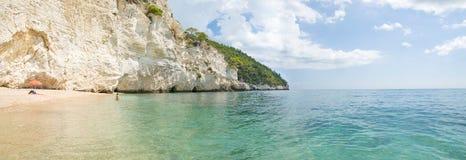 Italiaanse stranden - Zagare-baia - Vieste - Gargano - Puglia royalty-vrije stock afbeelding
