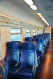 Italiaanse trein, binnen, Venetië, in de avond stock foto