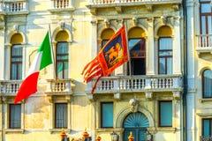 Italiaanse Vlag St Mark Lion Venetian Flag Building Venice Italië Stock Foto