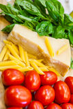 Italiaanse vlag van traditioneel voedsel Stock Foto's