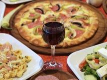 Italiaanse voedsel en wijn Stock Foto's