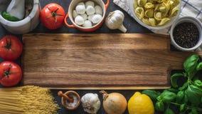Italiaanse voedsel kokende ingrediënten stock afbeeldingen