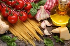Italiaanse voedselingrediënten stock afbeeldingen