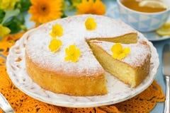 Italiaanse zoete cake Torta Margherita met suikerglazuursuiker Royalty-vrije Stock Foto