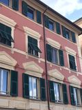 Italiaanse zonneblindenarchitectuur Stock Foto