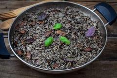 Italiaanse zwarte risotto stock afbeeldingen