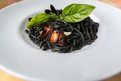 Italiaanse zwarte spaghetti Stock Afbeeldingen