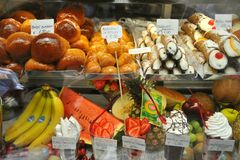Italian food: Naples sweets in a typical shop Stock Photography
