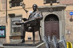 Italian monument in the center of the city. Sitting man with book Royalty Free Stock Photos