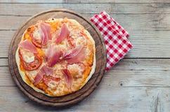 Italian pizza with prosciutto and arugula stock photography