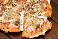Italian pizza in restaurant Royalty Free Stock Images