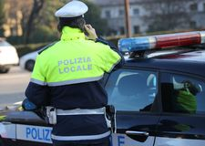 Free Italian Police Car And Policeman With The Text POLIZIA LOCALE Th Royalty Free Stock Photo - 118125205