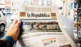 Italian press, la republica, 2017 Las Vegas Strip shooting newsp. PARIS, FRANCE - OCT 3, 2017: Man buying Italian La Repubblica newspaper with socking title and Stock Images