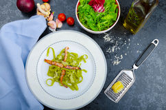 Italian spinach pasta with organic garlic Royalty Free Stock Photography
