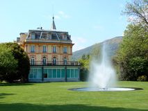 Italian villa with fountain Royalty Free Stock Photography