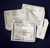Italiano cinco muito velho dez liras de notas de banco de 1943 imagem de stock