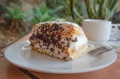 € italiano e siciliano tipico «role pasta di bigne del dessert con le gocce di cioccolato e di ricotta fotografie stock libere da diritti
