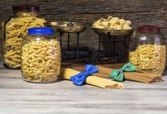 Italiano, espaguetis y macarrones de las pastas Fotografía de archivo